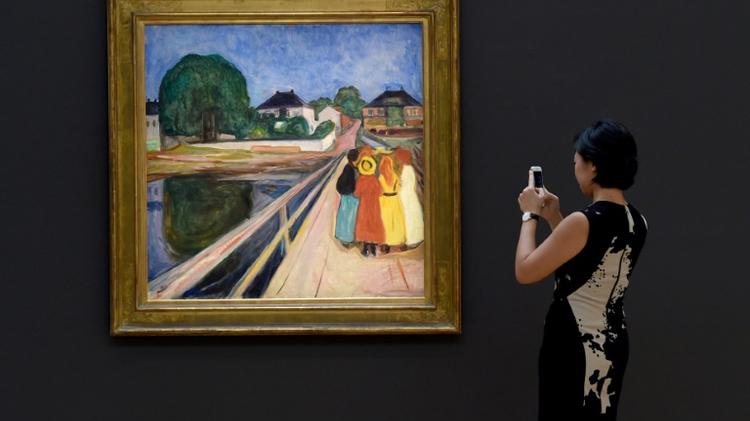 """""""Les filles sur le pont"""" de Edvard Munch, présentée dans une galerie new yorkaise, le 4 novembre 2016 à New York, en prévision des mises aux enchères du 14 au 18 novembre chez Christie's et Sotheby's"""
