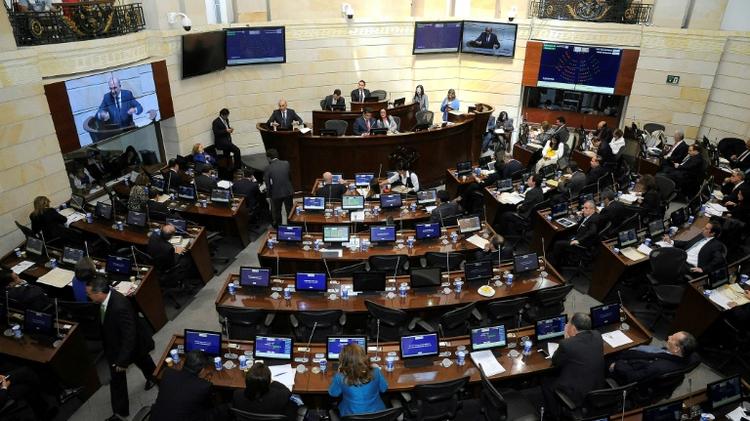 الكونغرس في كولومبيا يوقع على اتفاق مع فارك