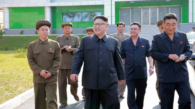 North Korean leader Kim Jong-Un (C) in suburban Pyongyang on September 15, 2016