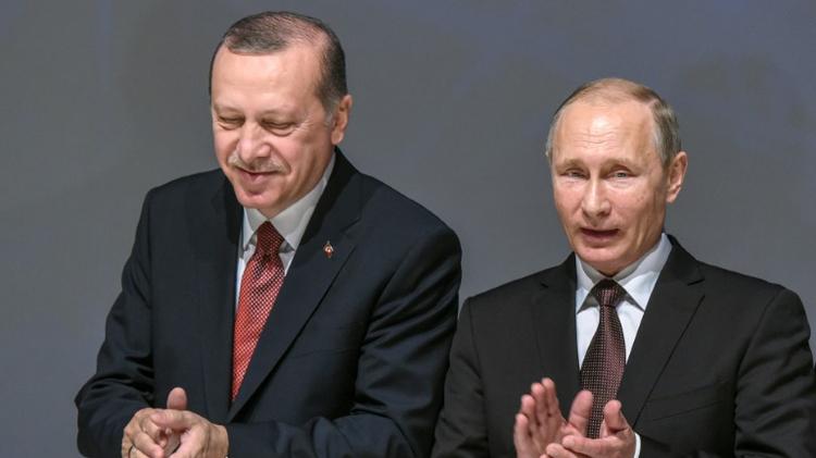 الرئيسان بوتين ورجب طيب اردوغان خلال مؤتمر حول الطاقة في اسطنبول، الاثنين 10 تشرين الاول/اكتوبر 2016