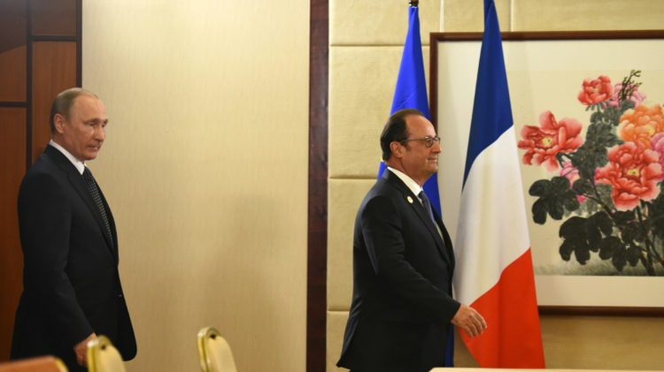 Poutine snobe Hollande et ajourne sa visite à Paris