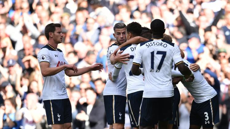 Les joueurs de Tottenham fêtent leur premier but contre Manchester City à White Hart Lane, le 2 octobre 2016