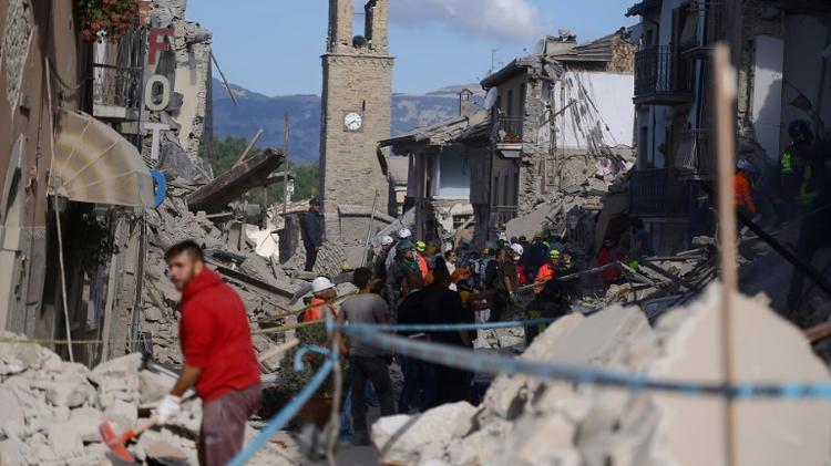 Italy quake death toll reaches 250 as rescue hopes dim