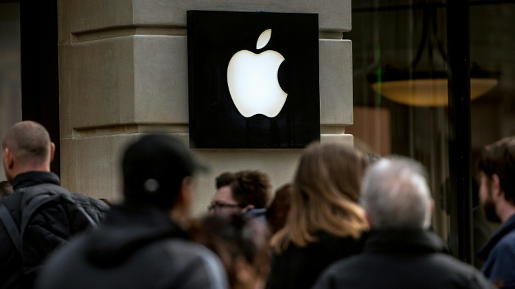 A man walked into a store in Dijon and pounded screens of Apple products with a heavy fist-sized metal ball used in petanque, a French bowling game