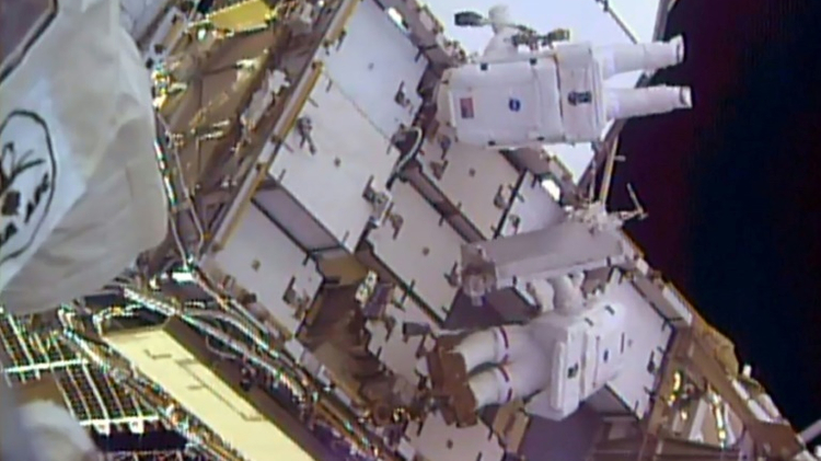 US astronaut Shane Kimbrough(top) and French astronaut Thomas Pesquet remove a battery outside the International Space Station on January 13, 2017