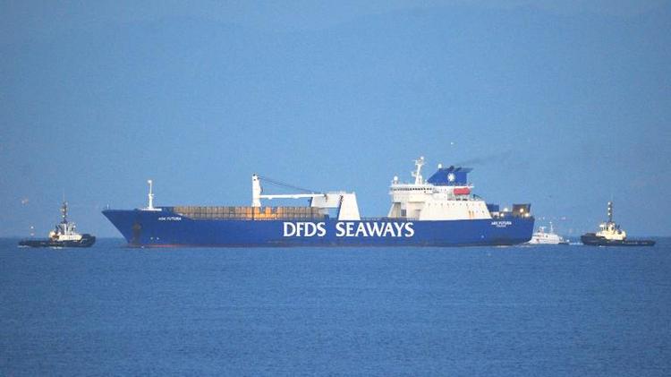 Un cargo en méditerranée