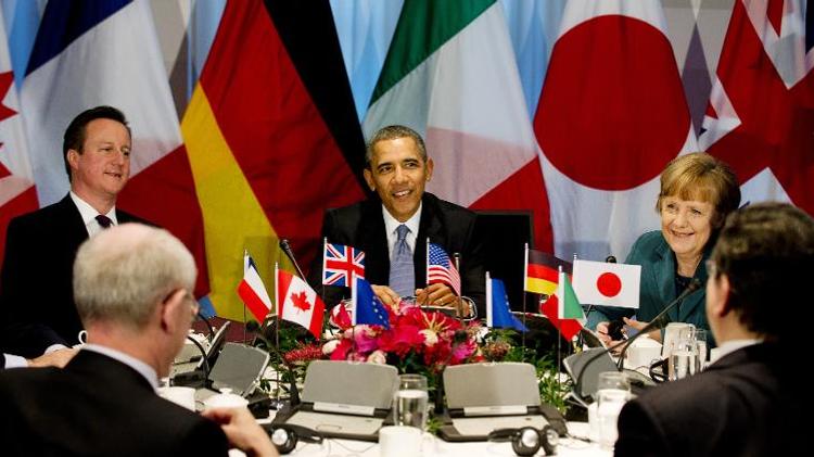 (De gauche à droite) Le Premier ministre britannique David Cameron, le président américain Barack Obama et la Chancelière allemande Angela Merkel au Sommet du G7 à La Haye le 24 mars 2014