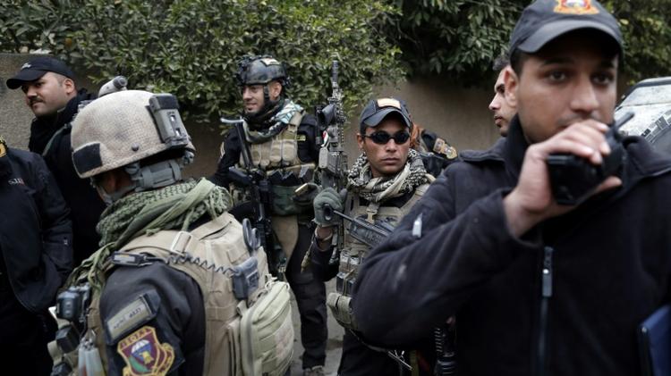 Des soldats des forces spéciales irakiennes le 30 novembre 2016 dans le quartier résidentiel d'al-Baker à Mossoul
