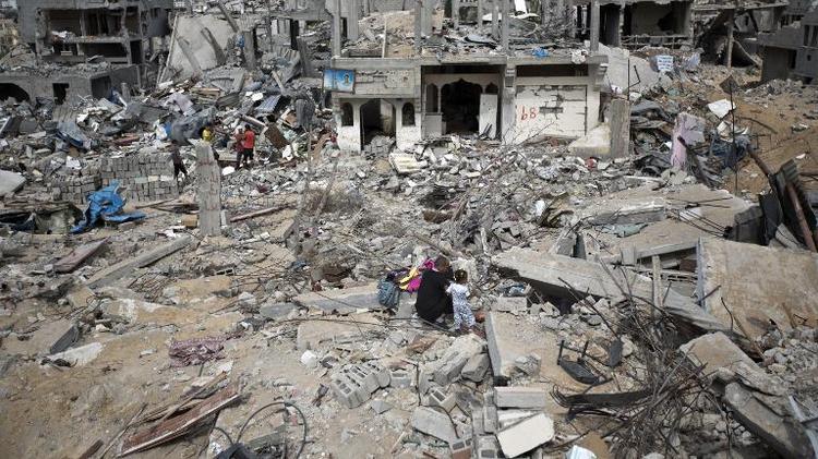 Gaza l 39 vacuation des gravats a commenc i24news voir plus loin - Evacuation des gravats ...