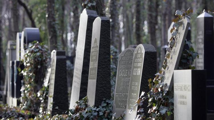 Tombstones at Berlin's Jewish cemetery in Weissensee, on December 7, 2006