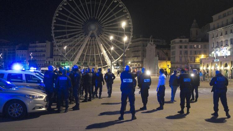 شرطيون يشاركون في تظاهرة في مرسيليا في 19 تشرين الاول/اكتوبر 2016