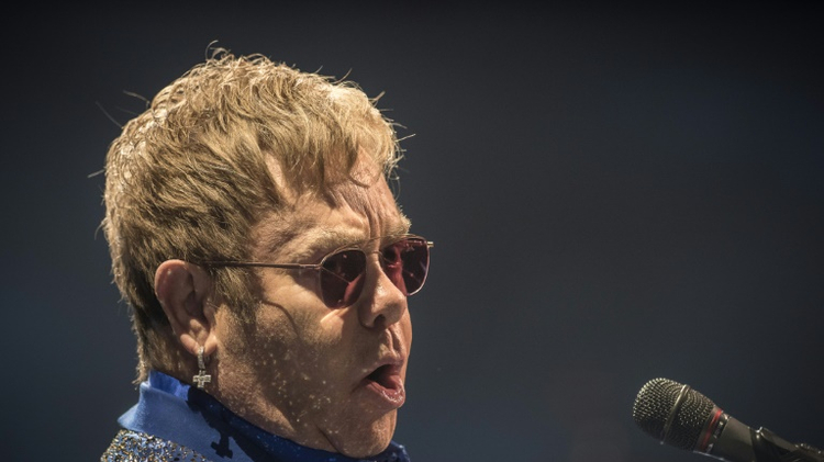 Le chanteur Elton John, lors d'un concert à Hong Kong le 24 novembre 2015