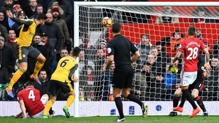 جيرو يسجل هدف التعادل في مرمى مانشستر يونايتد