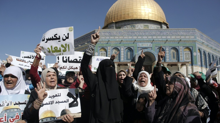 Palestinian women demonstrate in front of the Dome of the Rock after clashes in Jerusalem's Al-Aqsa Mosque compound, one of Islam's holiest sites, on September 27, 2015