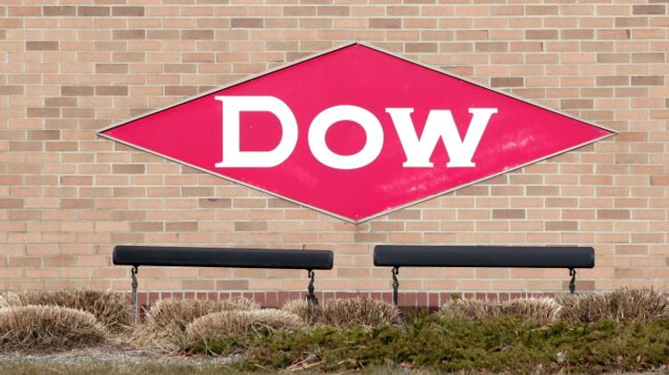 Dow Chemical et DuPont officialisent une méga-fusion de 130 milliards de dollars, 11 décembre 2015