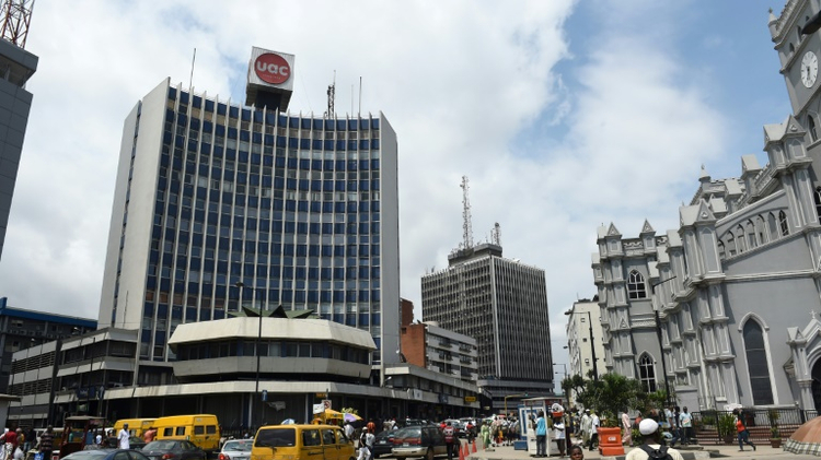تغرق نيجيريا في ازمة اقتصادية حادة بعد دخولها مرحلة ركود في الفصل الثاني من العام وتراجع اجمالي انتاجها بنسبة 2,24 بالمئة بالقياس السنوي في الفصل الثالث، بحسب ارقام للمكتب الوطني للاحصاء نشرت الاثنين