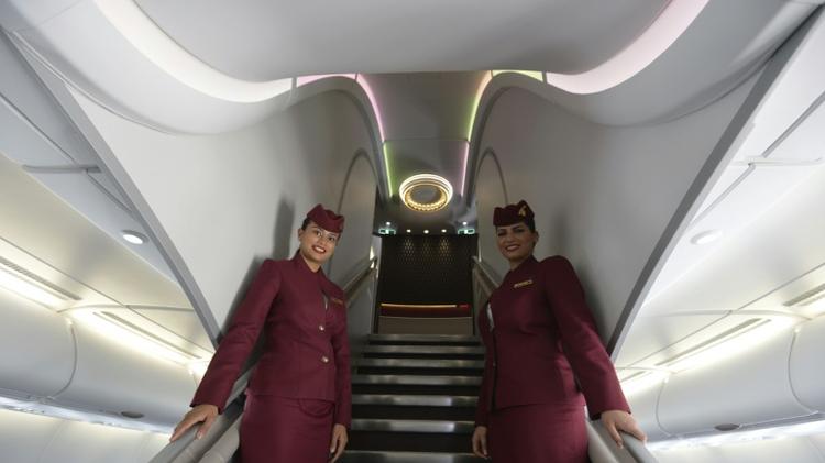 مضيفتان في الخطوط الجوية القطرية