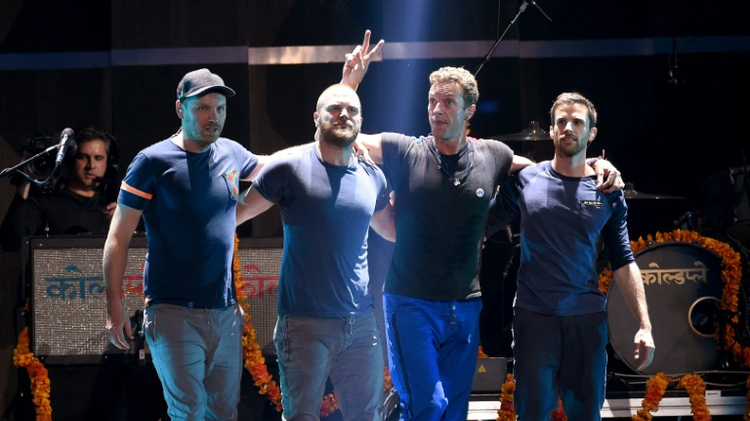 Coldplay musicians (left to right) Jonny Buckland, Will Champion, Chris Martin et Guy Berryman en concert à Las Vagas lors du festival iHeartRadio, le 18 septembre 2015