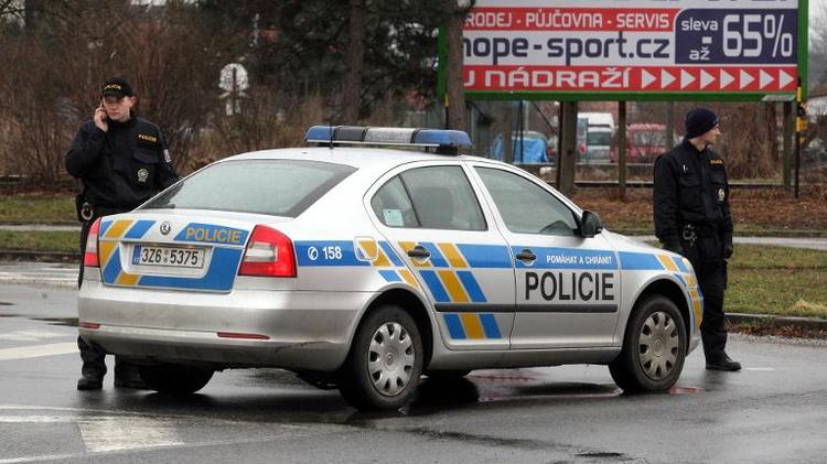 سيارة تابعة للشرطة التشيكية في اوهيرسكي برود في 24 شباط/فبراير 2015