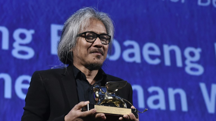 """Director Lav Diaz holds the Golden Lion award for Best Film for the movie """"The Woman Who Left""""  during the awards ceremony of the 73rd Venice Film Festival on September 10, 2016"""
