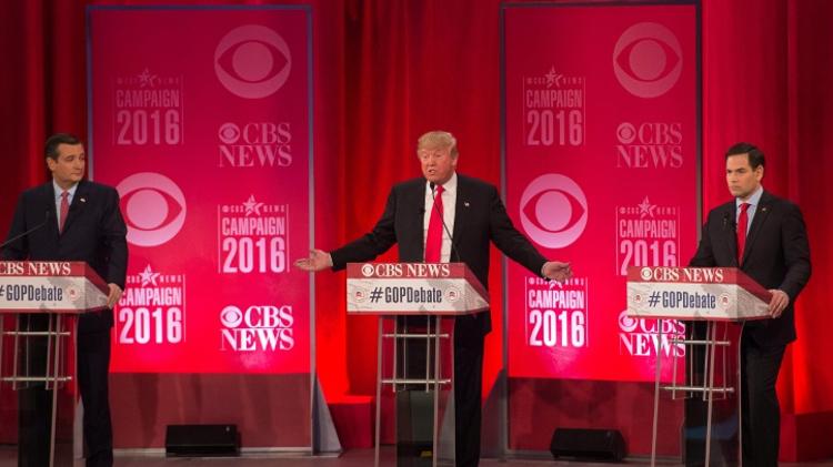 Trois candidats à l'investiture républicaine Donald Trump (c), Ted Cruz (g) et Marco Rubio (d) s'expriment lors d'un débat à Greenville le 13 février 2016