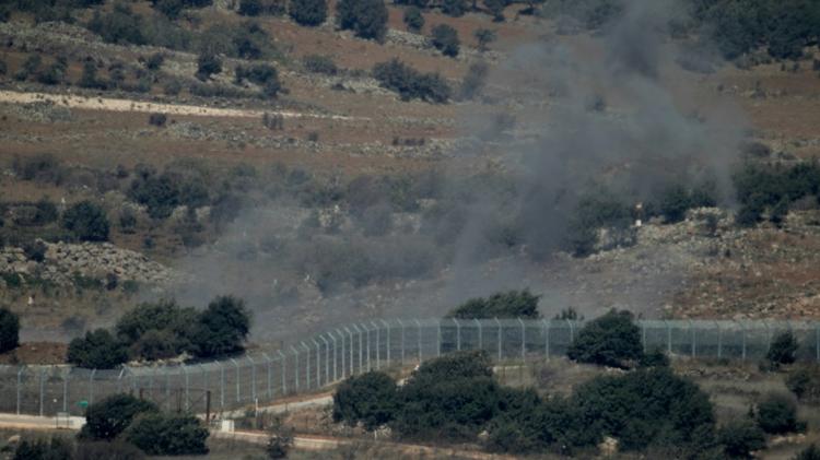 De la fumée vue depuis les hauteurs du Golan, s'élève le 10 septembre 2016 au dessus du village syrien de Jubata al-Khashab