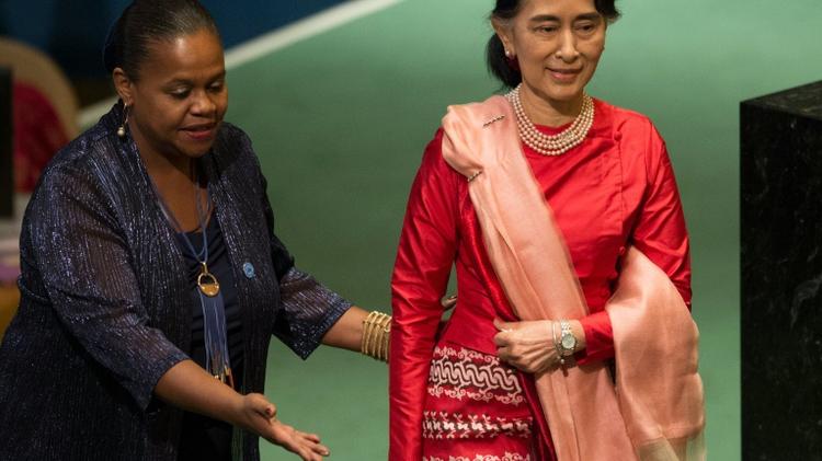 وزيرة خارجية بورما اونغ سان سو تشي تستعد لالقاء كلمتها على منبر الامم المتحدة في نيويورك، الاربعاء 21 ايلول/سبتمبر 2016