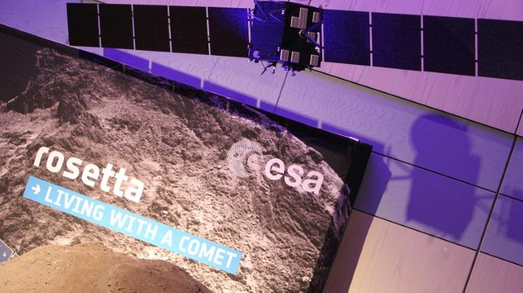 Une maquette de la sonde Rosetta au centre européen des opérations spatiales (Esoc), le 30 septembre 2016 à Darmstadt, en Allemagne
