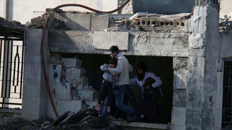 المرصد: مقتل 43 شخصا على الأقل بانفجار سيارة مفخخة في أعزاز بشمال سوريا