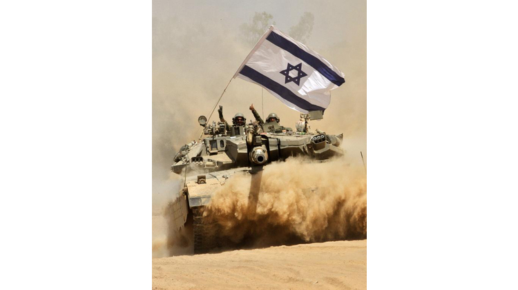 Israeli soldiers celebrate on their Merkava tank as they pull out of the Gaza Strip, on August 3, 2014