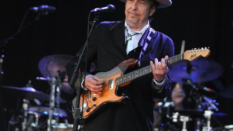 La légende de la musique folk américaine et du rock Bob Dylan joue au festival des Vieilles Charrues, le 22 juillet 2012 à Carhaix (ouest de la France)