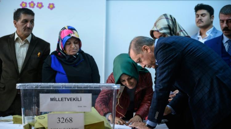l gislatives en turquie fermeture des bureaux de vote i24news voir plus loin. Black Bedroom Furniture Sets. Home Design Ideas
