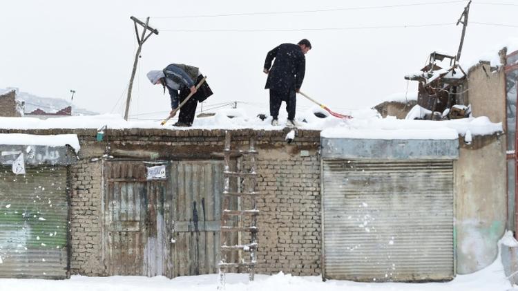 ارتفاع ضحايا الثلوج في أفغانستان إلى 100 قتيل