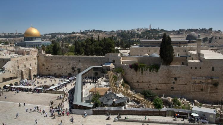 Le mur occidental et les deux espaces réservés aux hommes (à gauche) et aux femmes (à droite), à Jerusalem le 4 septembre 2014