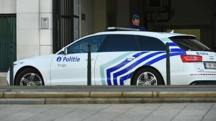 """Deux policières blessées samedi après-midi à la machette devant l'hôtel de police de Charleroi (sud de la Belgique) par un homme """"criant Allah akbar"""""""