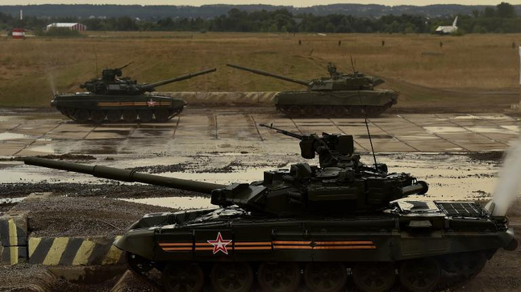 "Russian tanks take part a military show during the military exhibition ""Oboronexpo-2014"" in Zhukovsky outside Moscow, on August 14, 2014"