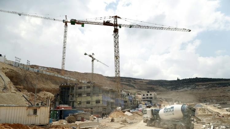 اعمال بناء في مستوطنة غيفات زيف قرب رام الله