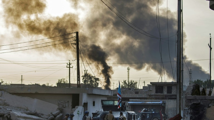 Iraqi forces advance into Mosul under fire