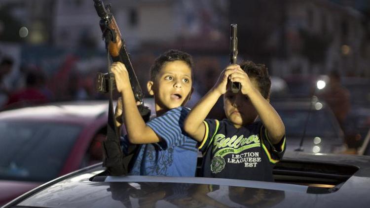 Des enfants célèbrent l'annonce d'un cessez-le-feu, le 26 août 2014 dans les rues de Gaza