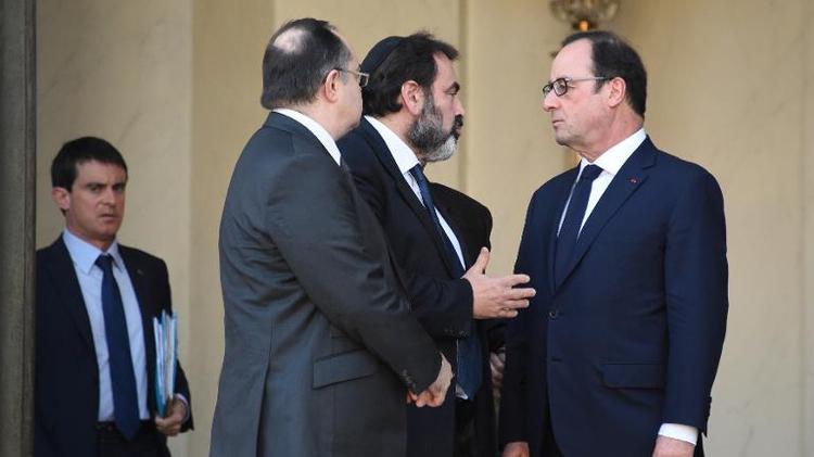 Manuel Valls, Roger Cukierman, Joel Mergui et François Hollande le 11 janvier 2015 sur le perron de l'Elysée à Paris