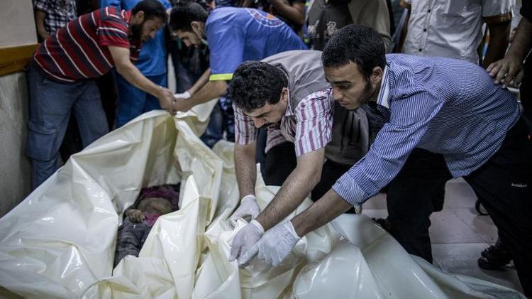 Les corps d'enfants palestiniens tués dans des raids aériens israéliens, le 21 juillet 2014 à l'hôpital al-Shifa à Gaza