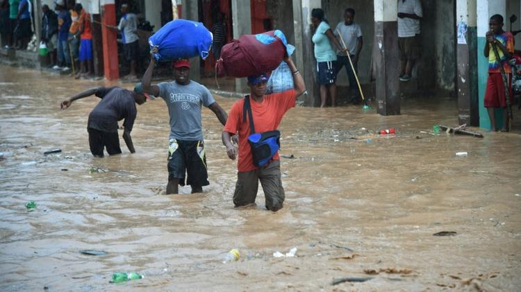 السيول تغرق احد الشوارع في جيريمي، جنوب غرب هايتي في 5 تشرين الثاني/نوفمبر 2016