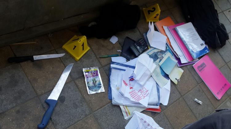 Les couteaux utilisés par les adolescentes arabes qui ont poignardé un agent de sécurité jeudi 4 février à Ramle