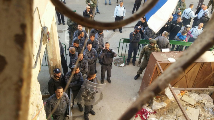 Israeli security forces prepare to evacuate a group of Jewish settlers from two homes in a Palestinian neighborhood of Hebron on January 22, 2016