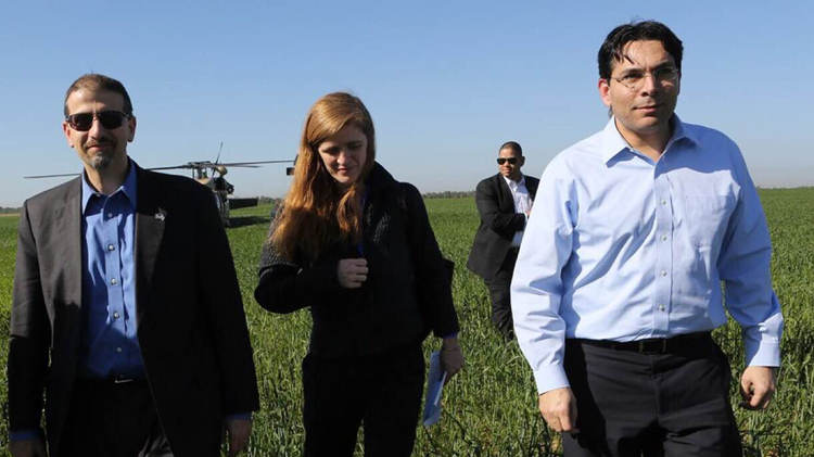 American ambassador to the UN Samantha Power (C) with Israeli UN Ambassador Danny Danon (R) and US ambassador to Israel Daniel Shapiro (L)