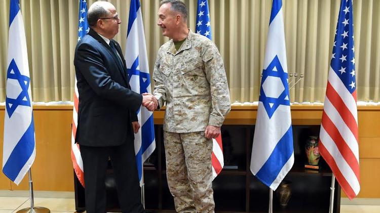 Le ministre de la Défense Moshe Yaalon et le chef de l'armée américaine Joseph Dunford, le 3 mars 2016