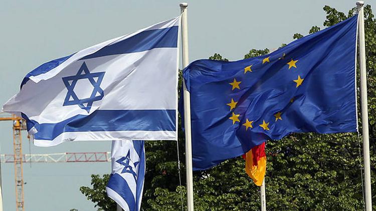 Drapeaux d'Israël et de l'Union européenne