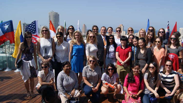Tel Aviv Mayor Ron Huldai with the winners of the Start Tel Aviv Competition that this year sought to find the leading female entrepreneurs from around the world, September 25, 2016
