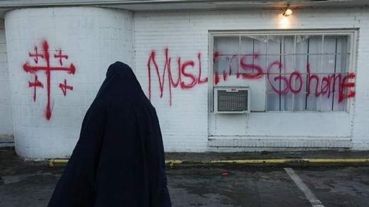تغذية التطرف ومناهضة الإسلام – اسلاموفوبيا