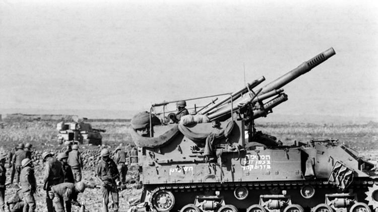 Les troupes israéliennes se reposent avant de se diriger vers le Golan syrien, le 12 octobre 1973 lors de la guerre de Kippour